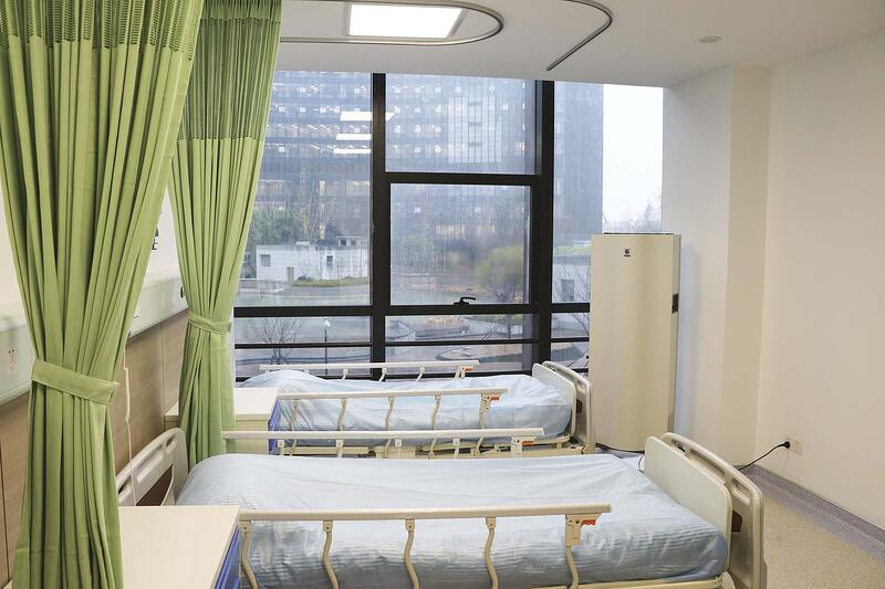 New South town hospital room